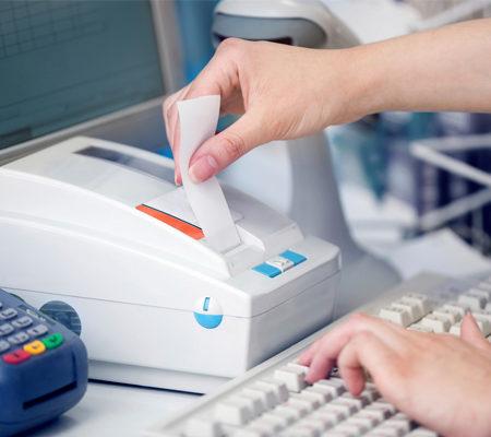 Двойные должности в штатном расписании: может ли у организации быть бухгалтер‑кассир?