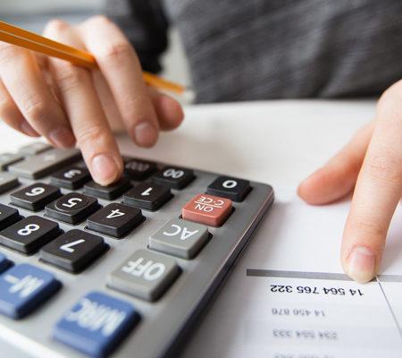 Зарплата выплачена из средств целевого кредита: облагается ли она НДФЛ?